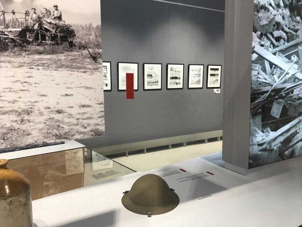 Tardi - Stalag IIB - Tardi pose ses planches à Falaise